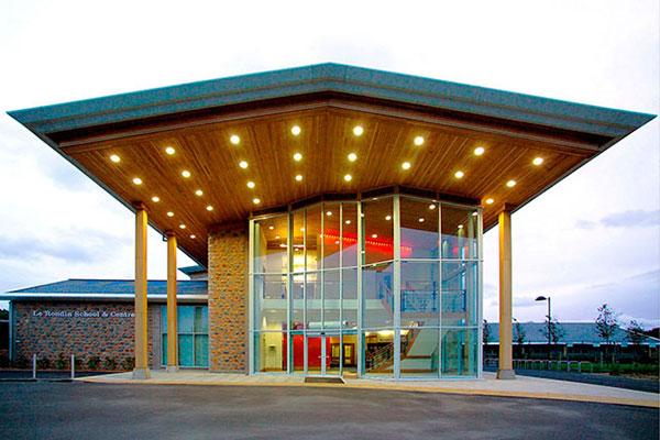 Le Rondin School designed by Robert Snow Architect