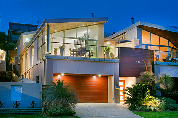 Duplex on Matthew Flinders Drive designed by Robert Snow Architect